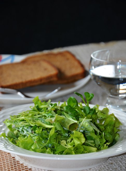 Salotos su grietine